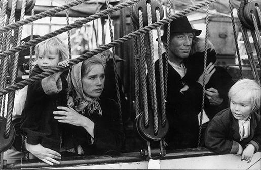 "Arkiv 1969 Liv Ullmann som Kristina och Max von Sydow som Karl Oskar i Jan Troells film ""Utvandrarna"", som bygger pWilhelm Mobergs roman. Foto SkÂnereportage code 36101 COPYRIGHT PRESSENS BILD"