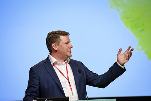 STOCKHOLM 2016-06-01 Tobias Baudin, vice ordfˆrande i LO och tidigare Kommunals vice ordfˆrande, talar infˆr valet av ny fˆrbundsordfˆrande under fackfˆrbundet Kommunala kongress i Folkets hus i Stockholm. Foto: Marcus Ericsson / TT / Kod 11470