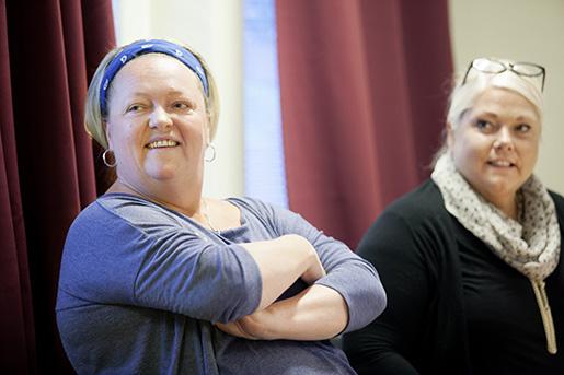Anna Uppling och Marie Strandberg har båda jobbat inom äldreomsorgen i många år. Det här är deras andra fackliga kurs, den första gick de för några veckor sedan. Foto: Mats Andersson/TT