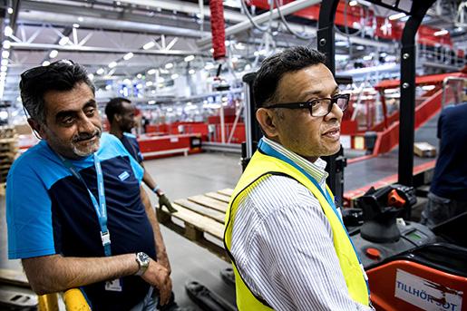 Mustafa Ölçer, sektionsordförande för Seko, och produktionschefen Khaled Choudhury har jobbat ihop sedan 1989 och kan varandras argument. Foto: Marcus Ericsson/TT