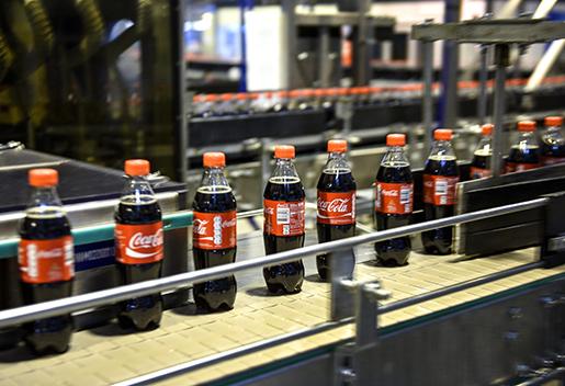 STOCKHOLM 2015-01-05 Reportage pCoca-cola i Jordbro imorgon om fˆretagets framgÂngsrika j‰mst‰lldhetsarbete som resulterat i industrin j‰mst‰lldhetspris 2015. //Best : Arbetet// Foto: Anders Wiklund / TT / Kod 10040.