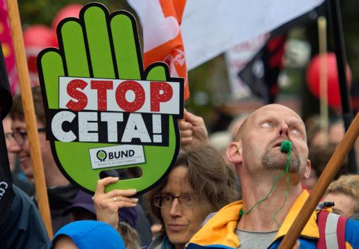 Protester mot handelsavtalet Ceta i Tyskland i mitten av september.Foto: Jens Meyer/AP