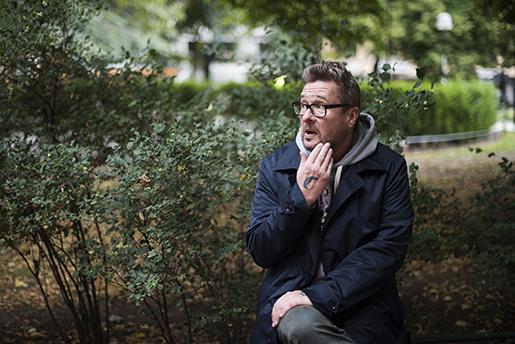 """STOCKHOLM 20160815 Fˆrfattaren Kristian Lundberg ‰r aktuell med den sj‰lvbiografiska boken """"Dagar bland skuggor, tr‰d och vatten"""" Foto: Izabelle Nordfjell / TT / kod 11460"""