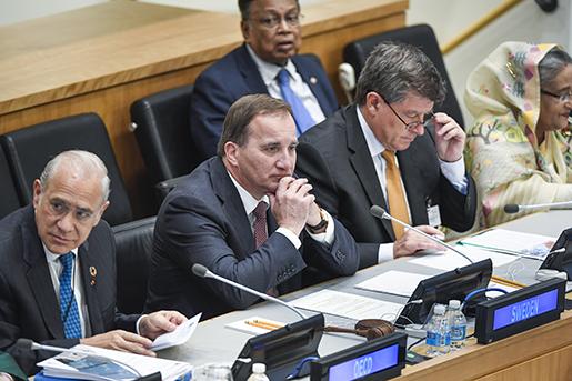 Generalsekreteraren för OECD Angel GurrÌa, Sveriges statsminister Stefan Löfven, generalsekreteraren för ILO Guy Ryder och Bangladeshs premiärminister Sheikh Hasina, under seminariet Global Deal. Foto: Pontus Lundahl/TT