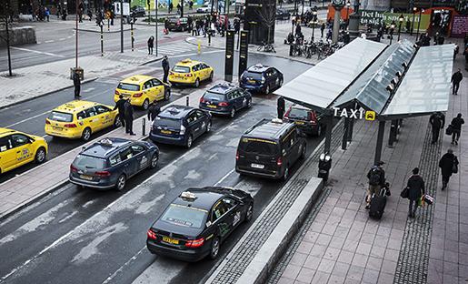 STOCKHOLM 2015-03-27 Taxibilar vid Stockholms central Foto Emma-Sofia Olsson / SvD / TT / Kod 71754 ** OUT DN och Dagens Industri (‰ven arkiv) och Metro **
