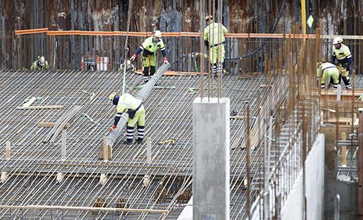 Oslo, Norway 20160426. Arbeidere i arbeid, Byggeplass. Bygg og anlegg. Anleggsplass og byggegrop for det nye Nasjonalmuseet pVestbanetomta. Foto: Gorm Kallestad / NTB scanpix / TT / kod 20520