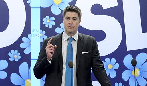 STOCKHOLM 20160413 Oscar Sjˆstedt, ekonomiskpolitisk talesperson (SD), kommenterar regeringens vÂrproposition under en presstr‰ff i Riksdagens presscenter i Stockholm. Foto: Janerik Henriksson / TT kod 10010