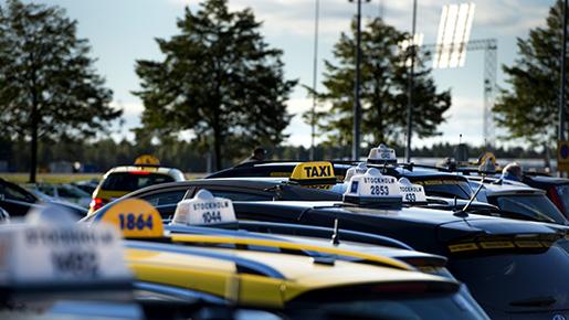 STOCKHOLM 20131001 Taxiremoten pArlanda d‰r taxifˆrare v‰ntar innan de kallas fram till terminalerna fˆr att kunna ta upp kunder. Foto: Pontus Lundahl / TT / kod 10050