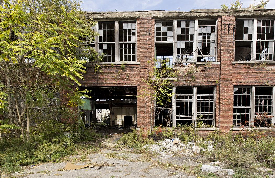 I Youngstown står gamla industribyggnader och förfaller i stans utkanter.
