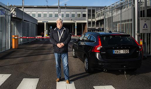 Inne på Volvo Cars råder fotoförbud, så Arbetet fotograferar Glenn Bergström utanför fabriken.Foto: Nora Lorek