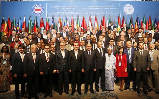 Officiell bild på de fackliga ledare som deltog i mötet där en muslimsk facklig världsorganisation bildades.