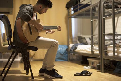 Marwan Arkawi återkommer till Johnny Cash, som också är den som lärt honom engelska. Nu är det dags för svenska; Marwan går på SFI.