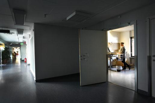 Eget rum är viktigt att ha om man som Loes Vollenbroek är beroende av att ha sin egen ordning. Foto: Mårten Svemark