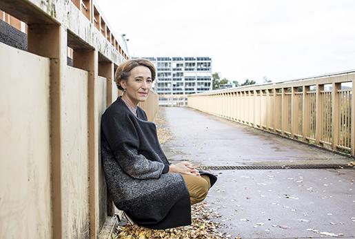 Meira Ahmemulic i Gårdsten, Göteborgsförorten hon växt upp i.Foto: Emelie Asplund