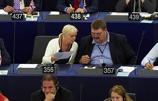 STRASBOURG 20140714 Kristina Winberg (SD) tillsammans med Peter Lundgren (SD) i EU-parlamentet i Strasbourg. Foto: Fredrik Persson / TT / kod 75906