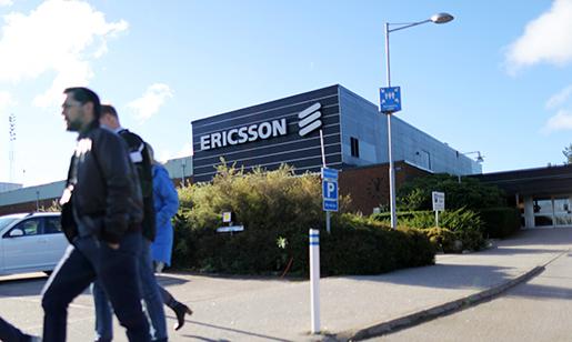 BOR≈S 20161004 Personal utanfˆr Ericssons fabrik i BorÂs. Ericsson bekr‰ftar att 3†000 tj‰nster i Sverige fˆrsvinner. Foto: Bjˆrn Larsson Rosvall / TT kod 9200