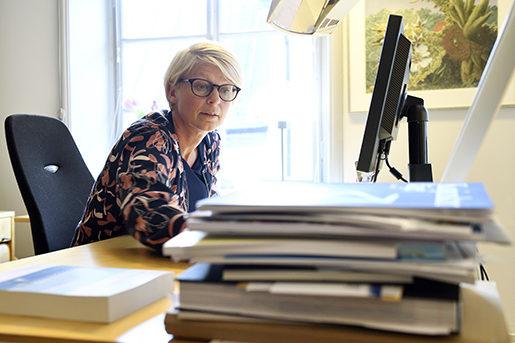 STOCKHOLM 20160905 Vice ordfˆrande i Arbetsmarknadsutskottet Elisabeth Svantesson fotograferad i sitt arbetsrum pRiksdagen. Foto: Henrik Montgomery / TT / kod 10060