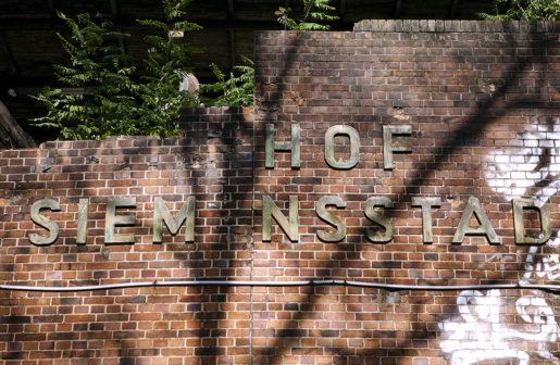 Siemensstadt är en stadsdel i västra Berlin. Stadsdelen utvecklades från slutet av 1800-talet och under 1900-talets första decennium till centrum för elektroindustrijätten Siemens. Det som är kvar av skylten till den gamla Siemens-bahnstationen, Bahnhof Siemensstadt.
