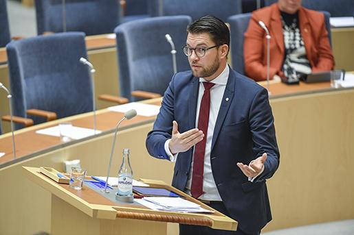 Sverigedemokraterna har tidigare lovat att sätta stopp för lönedumpningar vid upphandling och sviker nu löntagarna när de går emot regeringens förslag, skriver debattören. Foto: Jessica Gow/TT