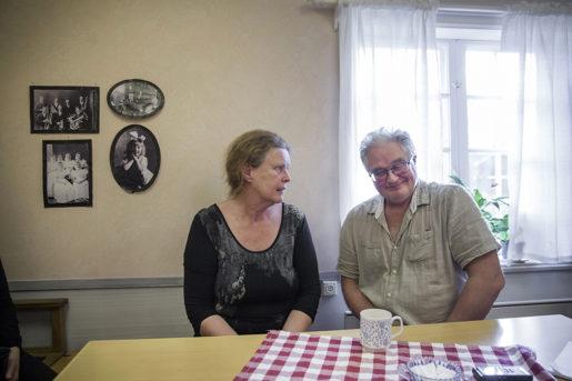 – Sluta gruva dig, säger Marlene Åhdin till Jan-Olof Lundström som ska söka nytt jobb.