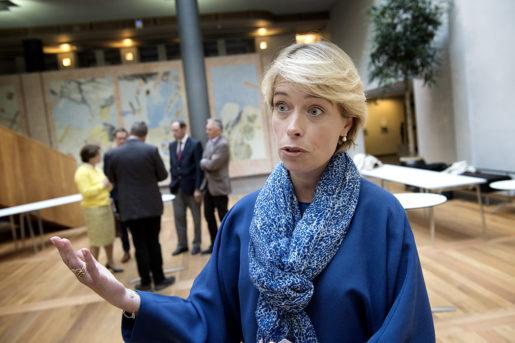 Socialförsäkringsminister Annika Strandhäll måste påskynda åtgärderna för att få ner sjuktalen, kräver debattörerna. Foto: Jessica Gow/TT