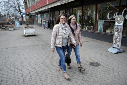 Systrarna Camilla Mårtensson, 49, och Carola Olsson, 55, har båda jobbat hela sina yrkesliv på Findus. Framtiden känns mycket osäker. – Det är lite som en skilsmässa där folk säger att man snart träffar någon annan. Jag tror inte riktigt på det än, säger Camilla Mårtensson.