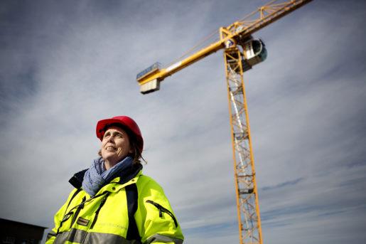 Bygg-vd:n Carin Stoeckmann tror det blir svårt att hålla koll på alla avtal som är inblandade i ett bygge – både för entreprenören och för upphandlaren. Foto: Jenny Leyman