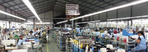 Anställda på en av fabrikerna i Indonesien som bland annat tillverkar skor till europeiska Ara. Foto: Dietrich Weinbrenner.