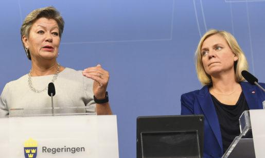 Arbetsmarknads- och etableringsminister Ylva Johansson och finansminister Magdalena Andersson. Foto: Fredrik Sandberg/TT