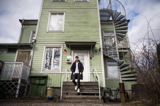 """Ett eget rum för första gången på mycket länge, men delat kök och badrum. Enligt en rapport från länsstyrelsernas bosättningsgrupp är boenden för nyanlända oftast av """"tillfällig karaktär"""" och 80 procent av kommunerna säger sig ha bostadsbrist."""