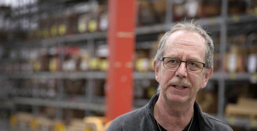 Ronny Vingqvist, som jobbat på lagret sedan 1973.
