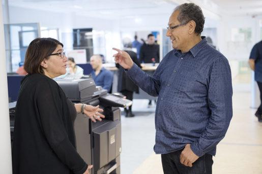 Vad är egentligen etablerad? frågar sig etableringshandläggarna Ayse Andersson och Fernando Pacheco Ponce på Arbetsförmedlingen.Foto: Henrik Montgomery/TT