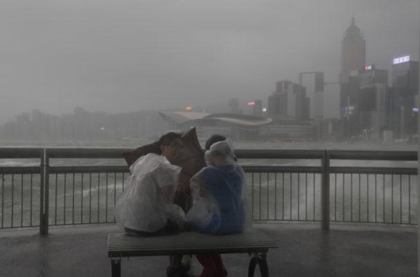 Dod och kaos efter tyfonen i kina