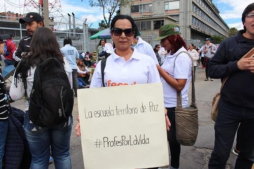 En fredlig skola med bättre hälsovård för lärare. Det önskar sig  colombianska lärarfacket Fecode. Bild  Fecode. a0b1b1f048b10